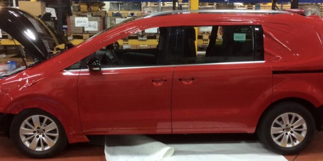 Projekt VW Sharan Vollverklebung läuft an.