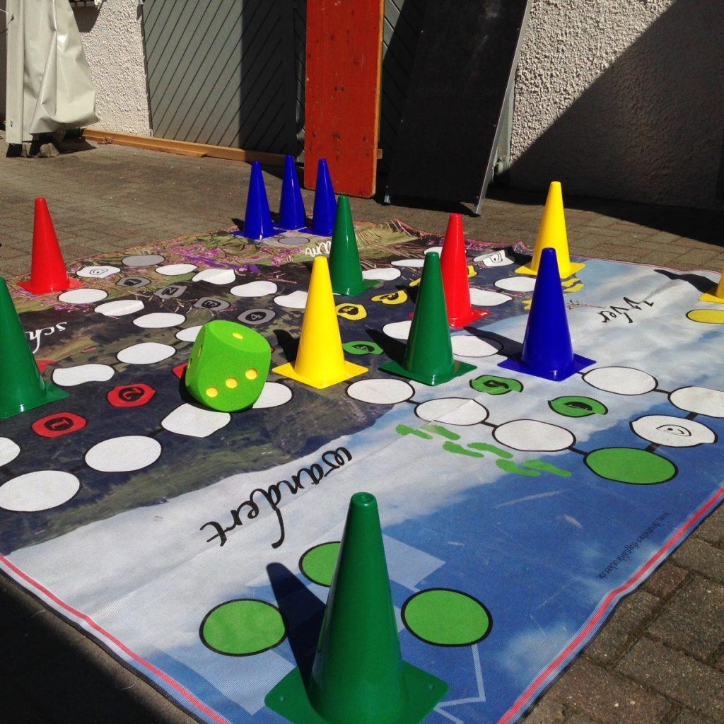 Mensch ärgere dich nicht - XXL Outdoor Spiel von Mendel Print Design aus Wangen